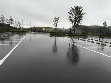 南山ホール駐車場