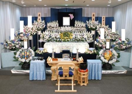 多磨葬祭場行華殿祭壇