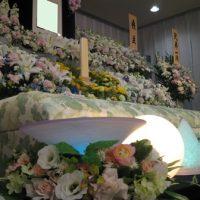 多磨葬祭場行華殿祭壇の照明