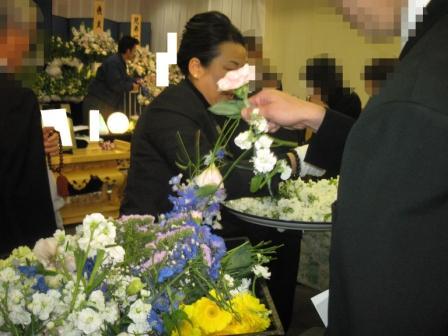 多磨葬祭場行華殿送り花