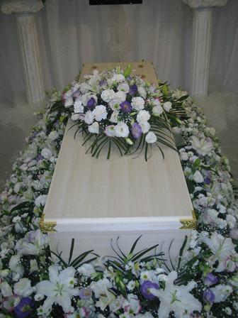 多磨葬祭場行華殿:棺の飾り