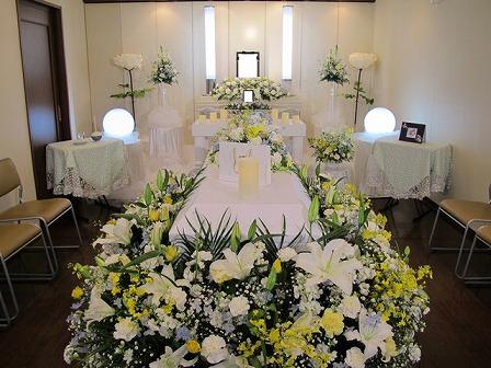 メモリアルハウス多摩:棺の花飾り