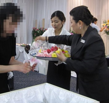 多磨葬祭場思親殿:お別れ花
