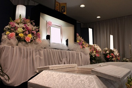 多磨葬祭場行華殿:祭壇
