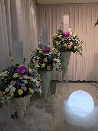 多磨葬祭場行華殿:供花