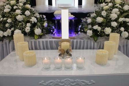 多磨葬祭場行華殿:献灯