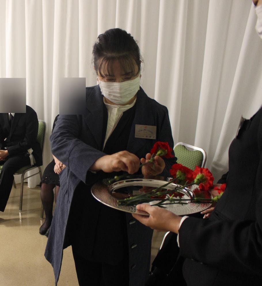 代々幡斎場:献花のサポート