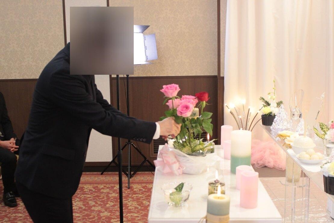 多磨葬祭場:献花の様子