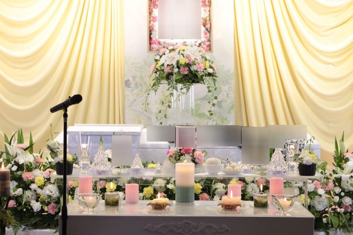 多磨葬祭場:キャンドルを捧げた祭壇