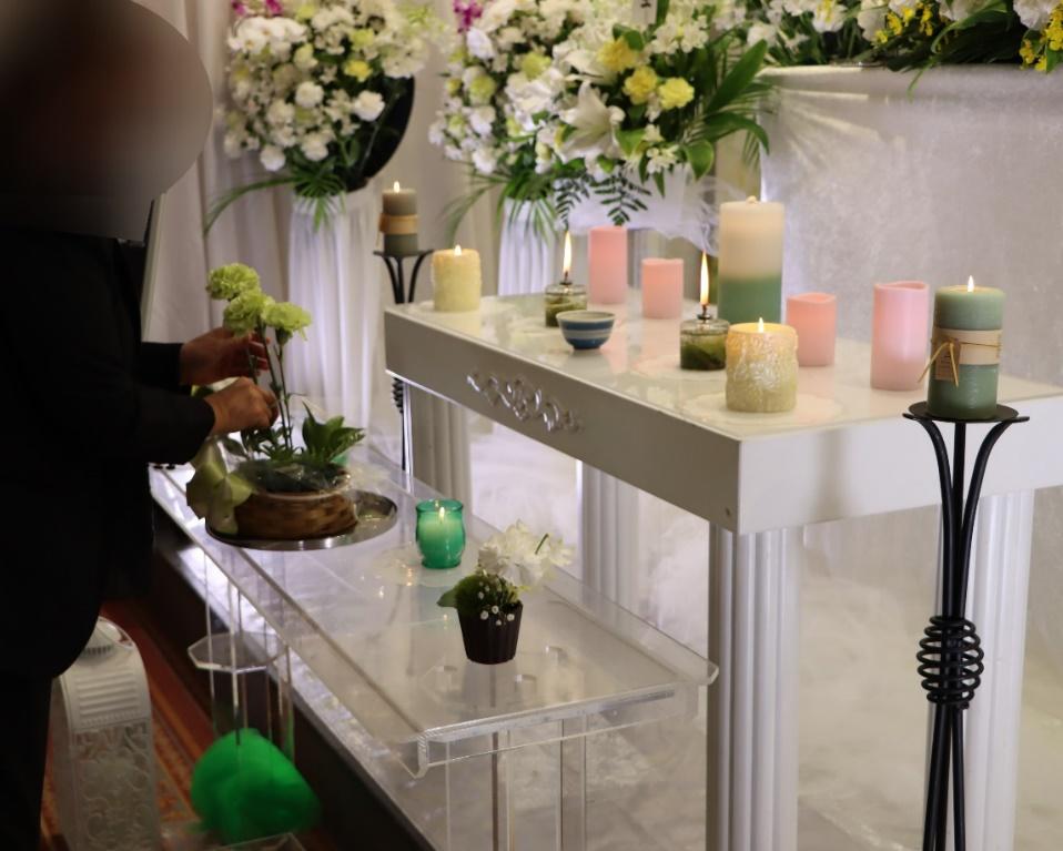 多磨斎場行華殿:献花