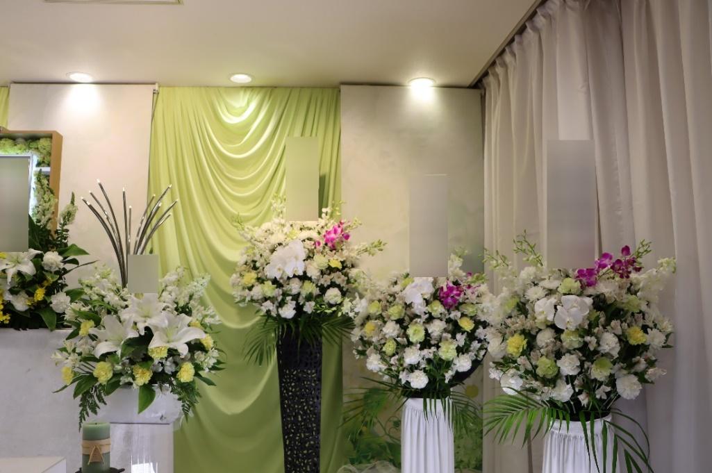 多磨斎場行華殿:供花