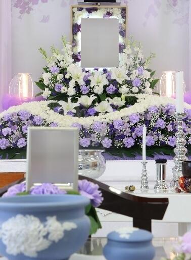 家族葬プラン:花祭壇紫